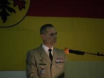 Le Général Chinouilh, Commmandant de la RTNE, lors d'un discours en l'honneur du Général Diepenhorst