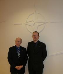 Alexandre Wattin et Gregory Dufour du Cercle Esprits de Défense lors de leur visite à l'Etat-Major de l'OTAN