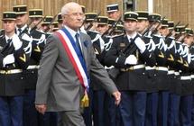 Dominique Gros, Maire de Metz, lors de la prise d'armes le 8 mai 2009
