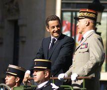 Le Président de la République aux côtés du Général Jean-Louis Georgelin, Chef d'Etat-Major des Armées