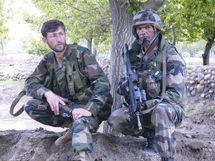 Un soldat afghan et l'Adjudant Fontaine lors d'une opération