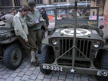La place d'Armes et ses jeep américaines