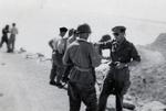 Le Colonel Francis Masset (alors Lieutenant) donne ses conseils avant le choc du 17 juillet 1954 dans le Son-Tay