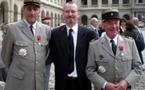Le Colonel Francis Masset, membre d'honneur du Cercle Esprits de Défense, honoré par le Président  de la République