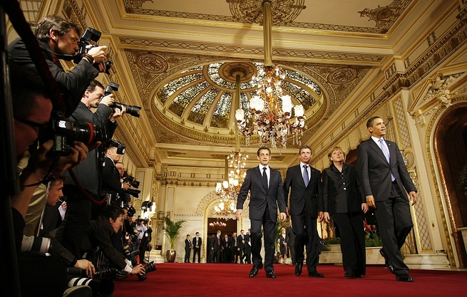 Nicolas Sarkozy, Anders Fogh Rasmussen, Angela Merkel et Barack Obama, le 3 avril 2009 lors du dîner du Sommet de l'OTAN à Baden-Baden