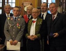 de gauche à droite : Norbert Schüller, Caporal-Chef Samuel Lienert, lauréat du Prix Dulac, Général Michel Forget, Jean-Claude Casanova, Gregory Dufour, et Wolfgang Balzer, lauréat du Prix Valmy