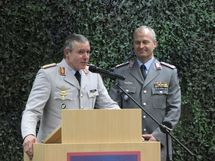 de gauche à droite : le Général Bescht et le Colonel Zorn