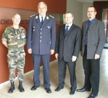 Le Lieutenant-Colonel Bidon, le Lieutenant-Colonel Giesau, Gerhard Metzler et Gregory Dufour