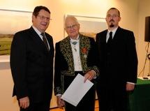 Jean-Luc Demandre, Président de l'Association Connaissance de la Meuse, le Président Jean Mesnard, et Gregory Dufour, Président du Cercle Esprits de Défense