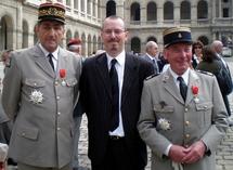 Le Président du Cercle Esprits de Défense entouré de Bruno Cuche, ancien Chef d'Etat-Major de l'Armée de Terre et du Colonel Francis Masset, tous deux élevés à la dignité de Grand Officier de la Légion d'Honneur