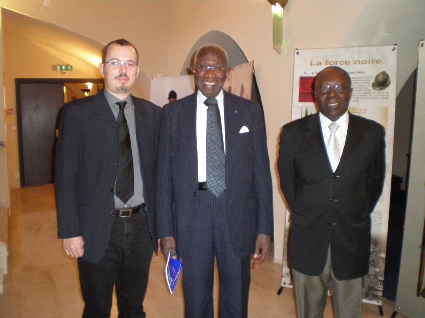 Gregory Dufour, Président du Cercle Esprits de Défense, Ibar der Thiam, ancien Ministre, Vice-Président de l'Assemblée nationale du Sénégal, et  le Colonel Niang, Attaché militaire de l'Ambassade du Sénégal à Paris