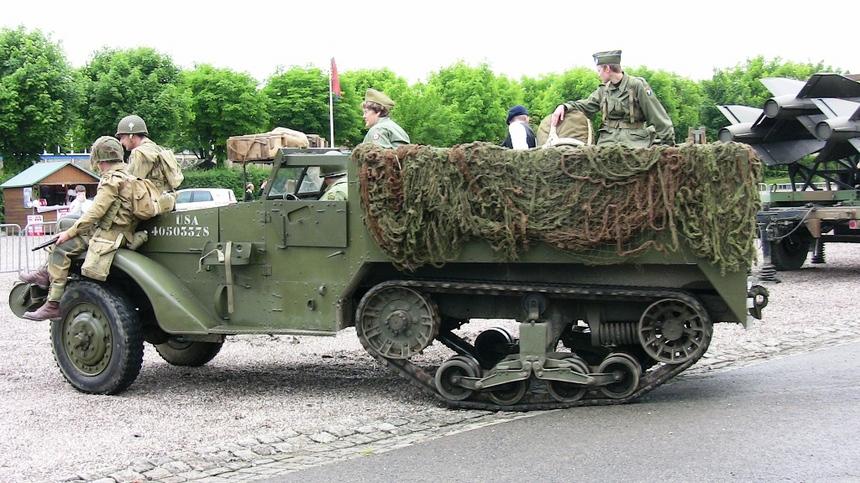 un des véhicules US d'époque